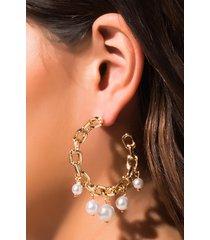 akira pearls on pearls hoop earring