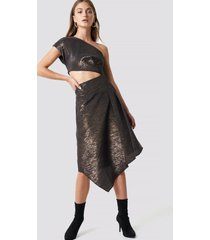 na-kd party shimmery one shoulder midi dress - black,gold