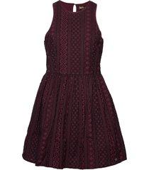 eloise schiffli racer dress knälång klänning röd superdry