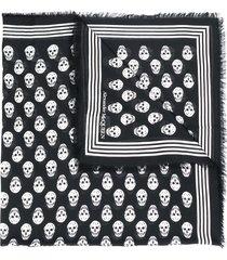 alexander mcqueen skull print frayed scarf - black