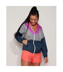 jaqueta corta vento feminina esportiva ace color block com bolsos e capuz azul marinho