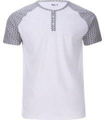 camiseta descanso con pechera color blanco, talla s