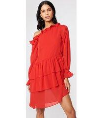 na-kd boho slip shoulder ls frill dress - red