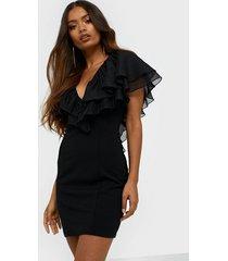 nly trend perfect flounce dress fodralklänningar
