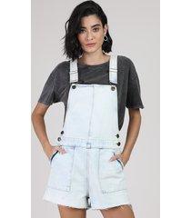 jardineira jeans com bolsos e barra a fio azul claro