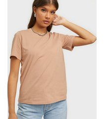 y.a.s yassarita o-neck tee - icons s. t-shirts