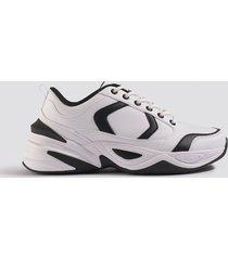 emilie briting x na-kd street chunky sneaker - white