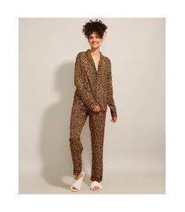 pijama camisa manga longa estampado animal print de onça com vivo contrastante caramelo