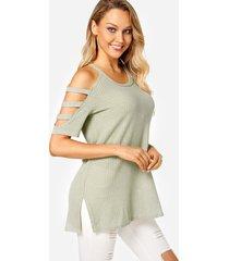 camisetas de moda con hombros descubiertos y abertura verde