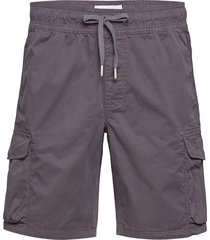 simple washed cargo short shorts cargo shorts grå calvin klein jeans