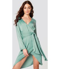 na-kd party front knot overlap dress - green