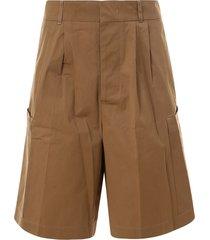 costumein bermuda shorts