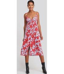 trendyol waist gipeli flower patterned midi dress - red,blue,multicolor