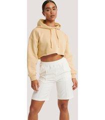 na-kd shorts med elastisk midja och sydda veck - offwhite