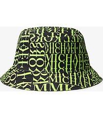 mk cappello a secchiello con logo effetto giornale - nero/giallo neon (giallo) - michael kors
