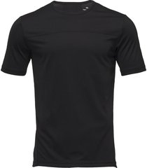 ss tee t-shirts short-sleeved svart calvin klein performance