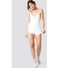 pamela x na-kd overlapped lace detailed shorts - white
