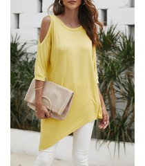 camiseta redonda amarilla con hombros descubiertos cuello
