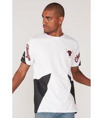 camiseta mitchell & ness estampada chicago bulls branca