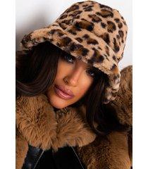 akira top that faux fur leopard bucket hat