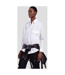 camisa de tricoline ombros deslocados e bolso branca branco