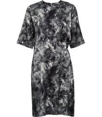 adele print-washed silk korte jurk zwart j. lindeberg