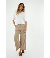 pantalón de mujer, silueta amplia de bota recta, color café