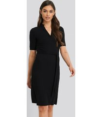 na-kd v-neck jersey midi dress - black