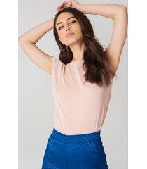 na-kd basic t-shirt med rå kant - pink