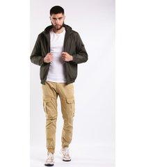 chaqueta con capota y bolsillos laterales verde