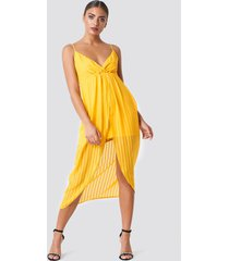 na-kd party twist front strap dress - yellow