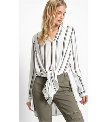 blouse in high-low look