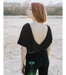 t-shirt z wyciętymi plecami w kropki