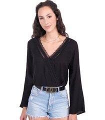 blusa negra cruzada con encaje manga larga flashy