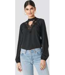 na-kd party cut out lace detail blouse - black