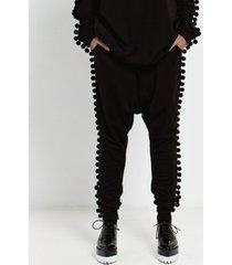 spodnie dresowe w pomponiki