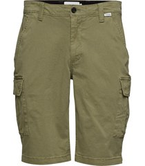 garment dyed cargo shorts shorts cargo shorts grön calvin klein
