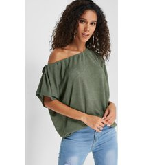 army green one top de manga corta con hombros descubiertos
