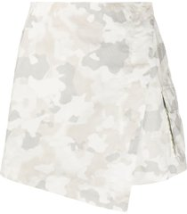 pinko camouflage-print skorts - white