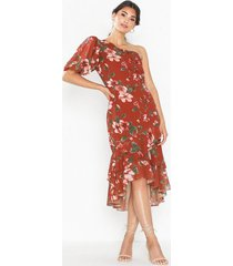 nly eve one shoulder flounce dress loose fit
