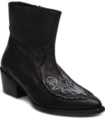 emelia boots ms19 shoes boots ankle boots ankle boots with heel svart gestuz