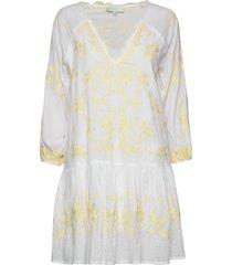 delia kaftan knälång klänning vit by malina