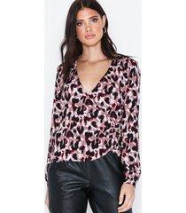 nly trend fancy button wrap blouse festblusar