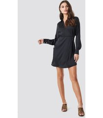 na-kd party tie waist wrap mini dress - black