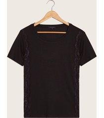 camiseta negra con encaje negro l
