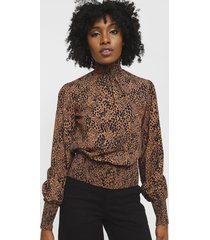 blusa lez a lez marrón - calce regular