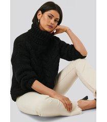 na-kd trend tjock kabelstickad tröja med hög krage - black