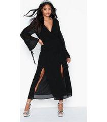 glamorous v neck maxi dress långärmade klänningar