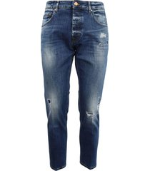 5-pocket medium wash jeans with abrasions