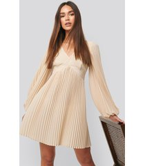 na-kd trend volume sleeve pleated skirt dress - beige